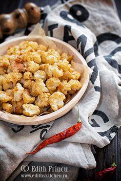 Conopida pop corn - conopida taiata buchetele mici, pregatita la cuptor cu condimente Edith's Kitchen, Pop Corn, Veggie Recipes, Veggie Meals, Atkins, Finger Foods, Food Art, Food And Drink, Low Carb