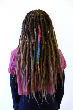 This is Gabriella, I made her dreads about 4 years ago. Now it was time for her to get some dreadlovin done. I really like the wraps that she had made in her dreads.  Do you want to learn How to make some decorations in your dreads? I'm hosting a workshop in august just for you that want to make some fun stuff for yourself. Come and hang out with me and some more fun dreadheads! Find more info at www.seienstyle.net about this!