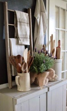 Like the idea of this small ladder and displaying vintage/favorite linens. Vintage Linens and Wooden Utensils - displayed in the kitchen on a rustic sideboard - via FARMHOUSE Farmhouse Friday ~ Farmhouse Kitchen Farmhouse Kitchen Decor, Farmhouse Design, Kitchen Vignettes, Primitive Kitchen, Antique Kitchen Decor, Primitive Decor, Kitchen Display, Primitive Country, Farmhouse Furniture