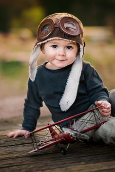 Great children photography idea Biggles hat and plane make it extra cute, but it's the great eye contact that does it! So Cute Baby, Baby Love, Cute Babies, Baby Kids, Chubby Babies, Precious Children, Beautiful Children, Beautiful Babies, Cute Children Photos