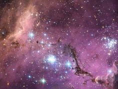 ハッブル宇宙望遠鏡(Hubble Space Telescope)が撮影した大マゼラン雲(Large Magellanic Cloud、2013年1月24日提供)。(c)AFP/NASA/ESA/HUBBLE SPACE TELESCOPE ▼31Jul2014AFP|天の川銀河、従来説より「軽い」 英研究 http://www.afpbb.com/articles/-/3021925