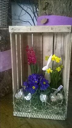 für Landwirtschaft & Landleben Ute P. Romantic Bedroom Decor, Diy Ostern, Deco Floral, Distressed Furniture, Diy Wreath, Flower Cards, Porch Decorating, Easter Crafts, Stuff To Do