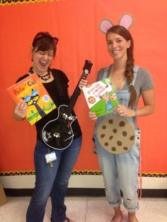 Book Character Dress Up Day. Pete the Cat and If You Give a Mouse a Cookie… Story Book Costumes, Storybook Character Costumes, Storybook Characters, Book Characters Dress Up, Character Dress Up, Teacher Halloween Costumes, Halloween Books, Halloween Ideas, Halloween Stuff