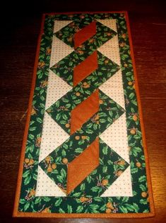 Table runner...1/2 square triangles...need to make this one.: