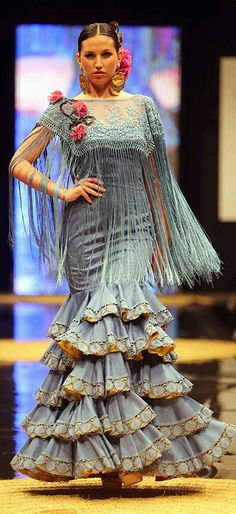 flecos on bodice Flamenco Costume, Flamenco Dancers, Dance Costumes, Flamenco Dresses, Spanish Dress, Spanish Dancer, Spanish Fashion, Fantasy Dress, Ballroom Dress