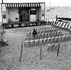 Naufragé solitaire - Chalkwell beach 1950 |¤ Robert Doisneau | 18 juin 2015 | Atelier Robert Doisneau | Site officiel