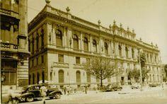 El Museo de Arte que esta en la Plaza Tolsa que en las decadas de los 40's y 50's era el Palacio de la Secretaria de Comunicaciones.