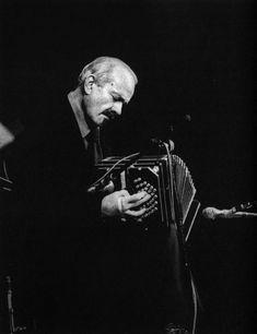 Astor Piazzolla -  fue un bandoneonista y compositor argentino considerado uno de los músicos más importantes del siglo XX.