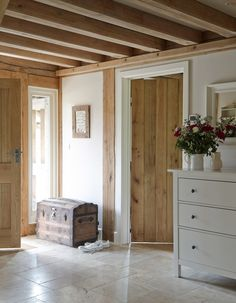 Do you remember this lovely house I mentioned a few weeks ago? Well, I just realised that I haven't ever uploaded the gorgeous interior sho. Contemporary Cottage, Contemporary Interior Design, Cottage Hallway, Oak Framed Buildings, Solid Oak Doors, Oak Frame House, Country Interior, English House, Cottage Interiors