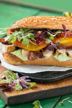 Chicken Ranch avocat club sandwich. http://ift.tt/1K9M5zr