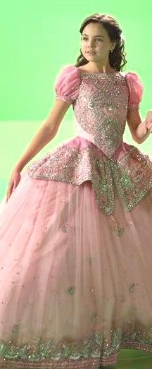 Once Upon a Time - Young Snow (Bailee Madison). Bailee Madison, Once Upon A Time, Fashion Tv, Movie Costumes, Ouat, Costume Design, Movies And Tv Shows, Ball Gowns, Snow White