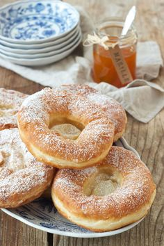 Bauernkrapfen Rezept - Knieküchle Rezept - Sweets & Lifestyle - Health and wellness: What comes naturally Donut Recipes, Baking Recipes, Cake Recipes, Bread Recipes, Food Cakes, Beignets, German Baking, Best Pancake Recipe, German Recipes