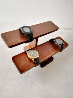 Bracelet Holders, Bracelet Display, Diy Wood Stain, Watch Holder, Watch Display, Diy For Kids, How To Introduce Yourself, Wood Crafts, Two By Two