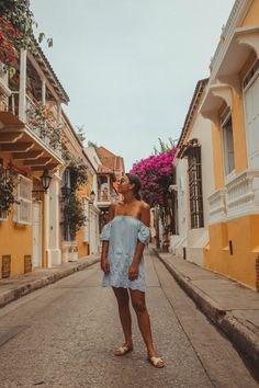 7-Day Cartagena Itinerary - Luckey Alex Tropical Outfit, Tropical Fashion, Tropical Style, Columbia South America, South America Travel, Summer Vacation Outfits, Colombia Travel, Beach Poses, The Beautiful Country