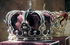 "duvoleur: "" The Steel Crown of Romania was forged of the steel of a cannon captured by the Romanian Army from the Ottomans during the War of Independence. King Carol I chose steel, and not gold, to symbolize the bravery of the Romanian soldiers. It..."
