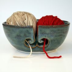 I must do a yarn bowl for myself (and maybe to some friends too) if I ever take an other pottery course.