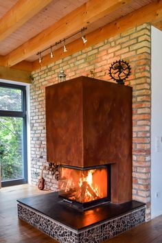 Fireplace with three-sided glazing in rust look, wall made of old clinker bricks - Home Page Custom Fireplace, Fireplace Hearth, Stove Fireplace, Fireplace Remodel, Fireplaces, Clinic Interior Design, Dutch House, Chalet Style, Interior And Exterior