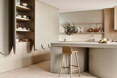 Harmony and design: una cocina extremadamente elegante Kennedy Nolan, Family Kitchen, Interiores Design, Soft Furnishings, Kitchen Interior, Interior Architecture, Design Trends, Furniture, Ideas