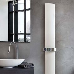 Othello Mono- design ridea Essential, linear, functional, this towel rail takes the typically high thermal output of its collection into small and medium size bathrooms. Composed by two only elements which joint the elegant painting of the plumb-line heating body with the precious chrome plating of the horizontal bar. #interiordesign #home #design #radiator #aluminum #forniture