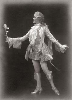 Muntschouwburg te Brussel. Rosen kavalier, de sympathie of de ridder van de roos 1932. Bromide foto 16 x 24 cm. Foto van Robert Marchand uit de verzameling van Wilfried Vandevelde.