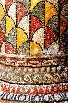Deep rich colours and mosaic used on pillars and in decoration is common of the Ancient Rome period