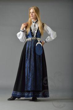 Sognebunad i blått Folk Clothing, Historical Clothing, Traditional Fashion, Traditional Dresses, Italian Renaissance Dress, Norwegian Clothing, Beautiful Outfits, Cute Outfits, Folk Costume