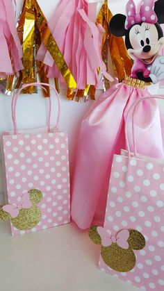 This listing is for 12 paper bags or paper boxes ready to be fill up with candies, these are the perfect favor bags for your party. Minnie Mouse Favors, Minnie Mouse Birthday Decorations, Minnie Mouse Baby Shower, Minnie Mouse Pink, Minnie Mouse Party, Mickey Birthday, 1st Birthday Girls, Birthday Box, 1st Birthday Parties