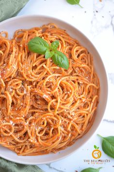 This Instant Pot Vegan Spaghetti Noodles is even quicker and easier to make than Stove Top. The perfect vegan spaghetti recipe to feed a hungry family. Vegan Spaghetti, Spaghetti Noodles, Spaghetti Recipes, Vegan Pasta, Best Vegetarian Recipes, Delicious Vegan Recipes, Healthy Recipes, Amazing Recipes, Instant Pot Spaghetti Recipe