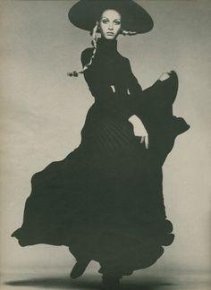 © RICHARD AVEDON - Twiggy for American Vogue, August 1967 -