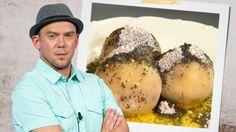 Gurmánský experimentátor Láďa Hruška se pustil do skvělých švestkových knedlíků podle našich babiček. Muffin, Eggs, Breakfast, Food, Celebrity, Morning Coffee, Essen, Muffins, Egg