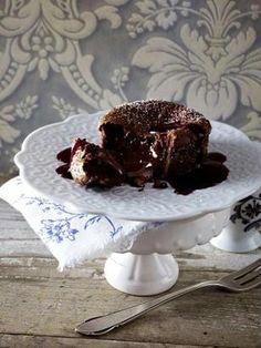 Das Rezept für Chocolat malheur mit Brombeer-Cassis-Soße und weitere kostenlose Rezepte auf LECKER.de