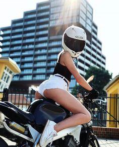 Motorcycle Couple Pictures, Bike Couple, Lady Biker, Biker Girl, Scooter Bike, Bike Photography, Motorbike Girl, Hot Bikes, Mini Bike
