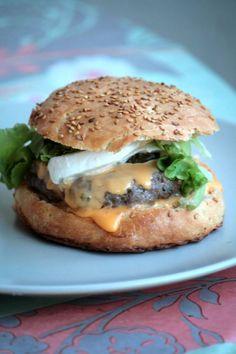 Hamburger maison à la mozzarella et son steack au chèvre frais