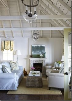 12 Coastal Decorating Ideas @Vanessa Mayhew & CraftGossip