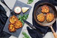 Der Food-Blog, der es dir leicht macht. Das einfache, gelingsichere Rezept für Kichererbsenbratlinge mit einer Schritt-für-Schritt-Anleitung in Bildern.