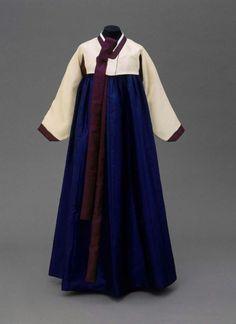 Hanbok Korea The Museum of Fine Arts, Boston Tribal Costume, Folk Costume, Korean Traditional, Traditional Dresses, Modern Outfits, Korean Women, Ethnic Fashion, Historical Clothing, Pretty Outfits