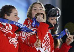 ▼16Feb2014新华网|(冬奥会·颁奖台)(1)冬季两项——女子15公里个人比赛颁奖仪式举行 http://news.xinhuanet.com/sports/2014-02/16/c_6140104.htm #sochi2014 #biathlon #Domracheva #Belarus