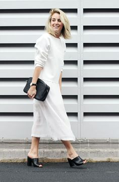 Mules or slides can be worn with anything in your closet. Here are outfit ideas and inspiration for what to wear with mules. White Fashion, Love Fashion, Womens Fashion, Fashion Trends, Fashion Bloggers, Fashion 2017, White Style, Classic Style, Black White