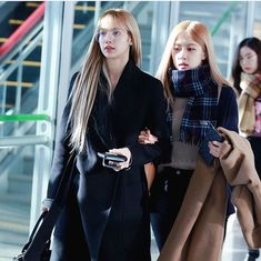 Read from the story Solo ChaeLisa shippers by chickenah ( ➸ with reads. South Korean Girls, Korean Girl Groups, Samantha Images, Queen Pictures, Black Pink Kpop, Velvet Fashion, Blackpink Photos, Blackpink Jisoo, Kpop Girls