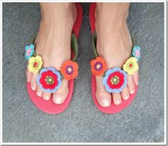 Norwegian tutorial for dolling up flip-flops! Use a translator for directions in English...