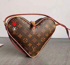 Crossbody Clutch, Clutch Purse, Cute Wallets, Small Handbags, Handbag Accessories, Luxury Lifestyle, Louis Vuitton Monogram, Gym Bag, Purses