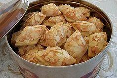 Plätzchen Chiara& Marzipan Snack Cookies by chiara Baking Recipes, Cookie Recipes, Dessert Recipes, Xmas Cookies, Cake Cookies, Biscuit Cookies, Christmas Baking, Christmas Recipes, Love Food