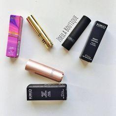 Sản phẩm thứ ba trong tháng khuyến mãi là hai chị em nhà Kiko - một hãng mỹ phẩm bình dân đến từ nước Ý. Chất son mượt và mịn, đánh nhẹ 1 lớp là đã phủ đều đôi môi, không bóng, bám môi và dưỡng ẩm tốt. Kiko velvet mat satin lipstick. Giá 320k --- > giảm còn: 290k Kiko smart lipstick: Giá 230k --- > giảm còn: 200k
