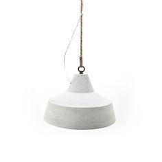 De By-Boo Lamp Concrete 2140 is een stoere stijlvolle lamp met een uniek design. Deze hanglamp met koord heeft zijn naam te danken aan het ontwerp: