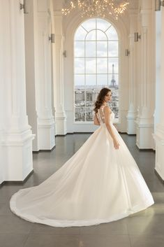 Rochie de mireasa stil A-line, cu corset cu decolteu adanc si dantela dispusa sub forma de bretele. The Bride, Beautiful Dresses, Corset, Wedding Dresses, Paris, Weddings, Fashion, Bride Dresses, Moda