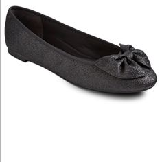 NWT• Sam & Libby Bow Flats w/Glitter Cushioned sole• Decorative Bow • Can be worn with Maxi Dress, Skinny Jeans, Shorts etc. Sam & Libby Shoes Flats & Loafers