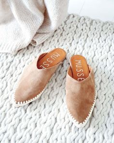 """BYPIAS sanoo Instagramissa: """"KALIM Slippers for SS20 ♡ #bypias #slippers #boho #shoes"""" Fall Shoes, Summer Shoes, Comfy Shoes, Boho, White Style, Moccasins, Black Shoes, Shoe Boots, Slippers"""