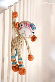 Crochet your little girl the most precious friend! You will have lots of fun combining her face from cotton fabric and felt. You may get amazing result by using a piece of your childs old favourite garment as a face. Fun tail that can be attached to her body make her irresistible!