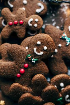 This easy Gingerbread Men Cookies recipe is a must-have. Intense in flavors! Ginger cinnamon allspice cloves nutmeg vanilla and lots of molasses. Christmas Feeling, Merry Little Christmas, All Things Christmas, Winter Christmas, Christmas Time, Christmas Baking, Christmas Baubles, Xmas Wallpaper, Christmas Phone Wallpaper