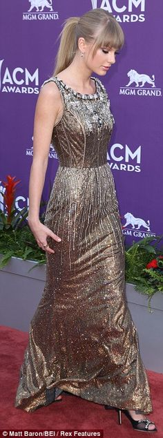 Taylor Swift at 2013 ACM Awards Show!  Working the Red Carpet!